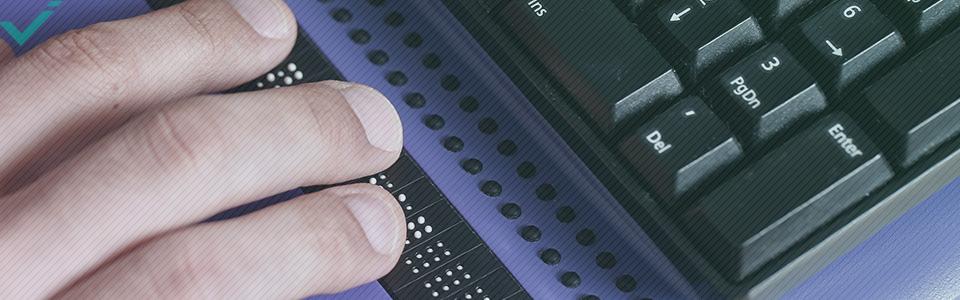 Bei der Brailleschrift handelt es sich um ein System aus sechs erhöhten Punkten, die sich zu insgesamt 64 verschiedenen Variationen kombinieren lassen.